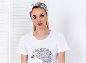 T-shirty z aplikacją – jakie zdobienia warto wybierać?