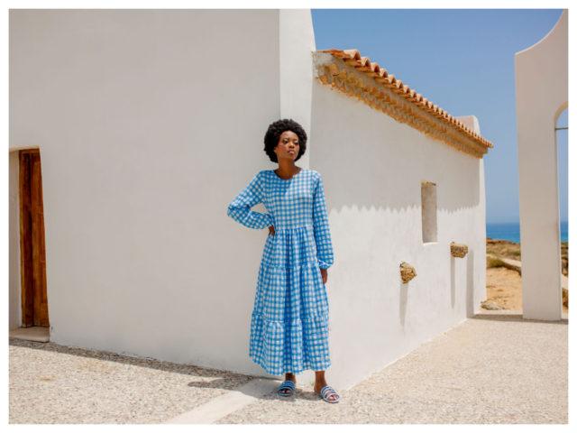 Pastelowe sukienki maxi – musisz je mieć!