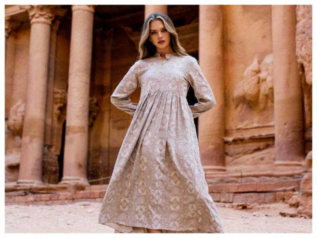 Sukienki w stylu boho – czy wszystkim pasują?
